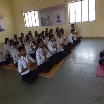 pgmozecoe-student yoga